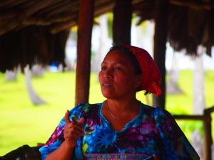 Kuna woman who works on the Yandup Island