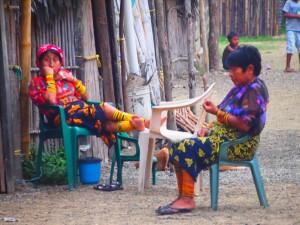 Kuna women chilling